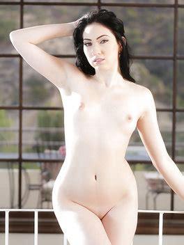 Aria Alexander  nackt