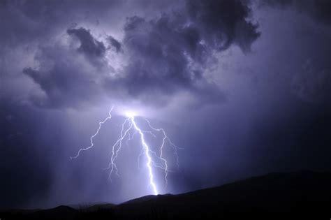 Mit Blitzen by Erscheinungen Bei Gewittern Blitz Und Donner