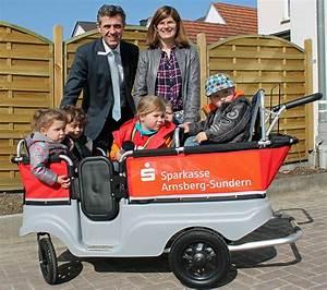 Bollerwagen Für Kleinkinder : sparkasse spendet bollerwagen f r u3 kinder blickpunkt ~ Michelbontemps.com Haus und Dekorationen