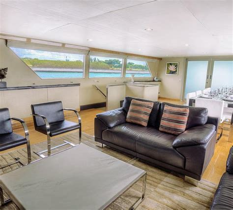 Motorjacht Nymphaea by Nymphaea Yacht Charter Details Broward Marine