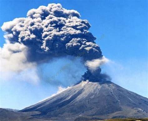 mount tongariro volcano erupts   zealand disasters