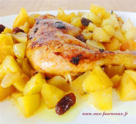 cuisiner avec un tajine en terre cuite tajine de poulet aux fruits secs aux fourneaux