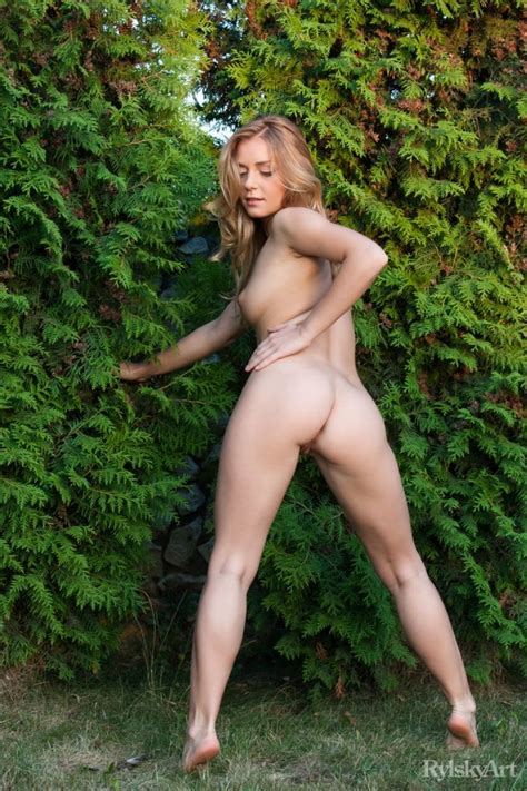 nude athletic blonde in the garden