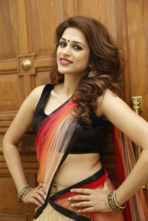 Actress Shraddha Das New Pics   Shraddha Das   Photo 16 of 16
