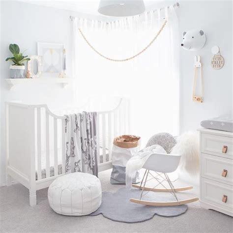 chambre bébé baby chambre de bebe tout en blanc sobriété design