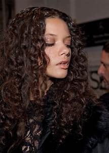 Daily Hairstyles: Gorgeous Long Curly Hairstyle from ...