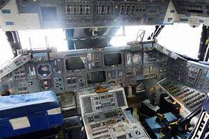 Astronauts In Space Shuttle Cockpit - Pics about space