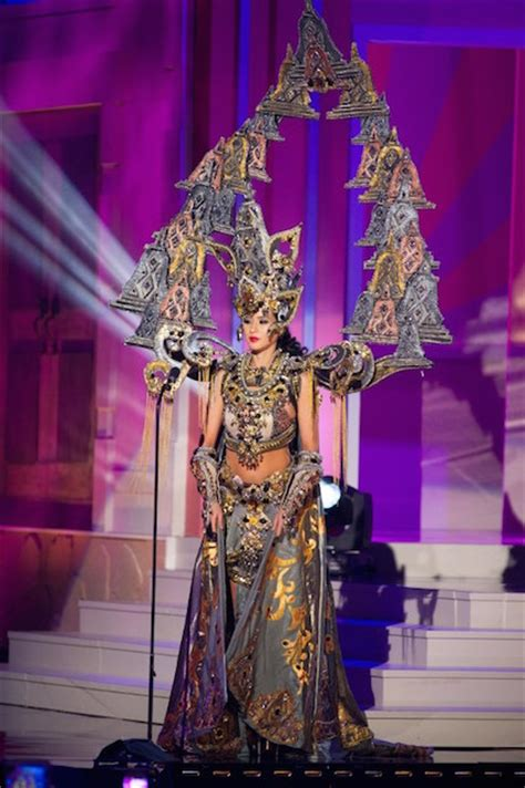 universe  indonesia wins  national costume