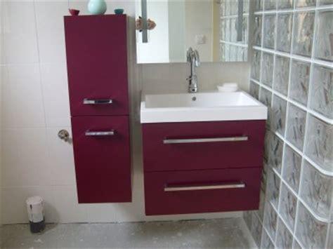 un ensemble de meuble de salle d eau avec vasque qui ce d 233 clineront en couleur aubergine comme