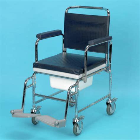 chaise percée à roulettes chaise garde robe a roulettes