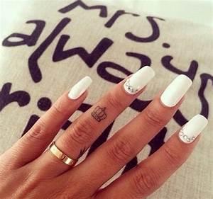 40+ Finger Crown Tattoos