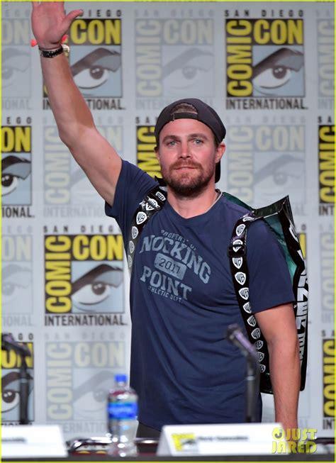 stephen amell arrow cast tease final season  comic