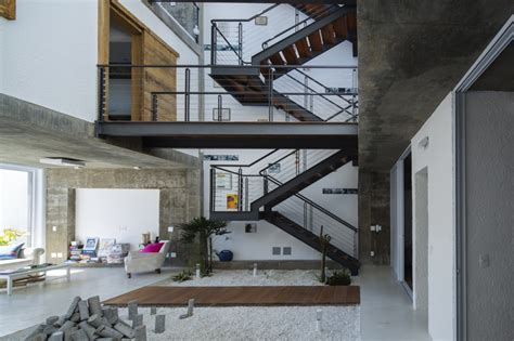 Tiny Häuser Sixx by Three Story Courtyard House