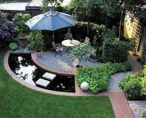 stadtgarten mit sitzplatz hecke und wasser schattig With französischer balkon mit zapfsäule wasser garten