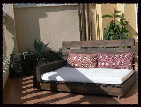 faire un canapé avec des palettes comment faire un canapé chaiselong avec des palettes des