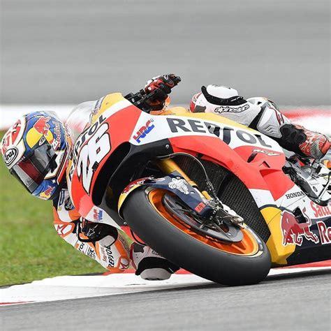 Helm spesial belum bisa memberikan tuah hasil kualifikasi motogp italia 2021 yang bagus bagi pembalap gaek, valentino rossi, di saat marc marquez kembali bertarung untuk starting grid depan. hasil-kualifikasi-pole-position-motogp-malaysia-dani ...