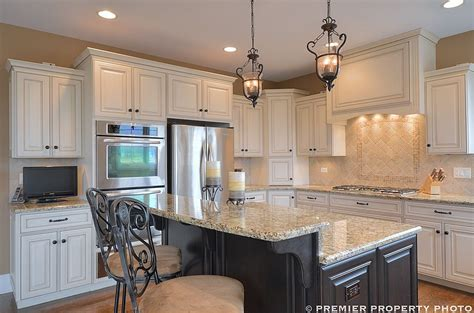 kitchen cabinet designs images glazed white cabinets island travertine backsplash 5247