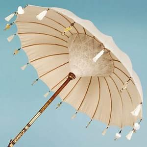 Sun Garden Schirm : vintage garden parasols sitting pretty in every garden or at least they should be the busy ~ Orissabook.com Haus und Dekorationen