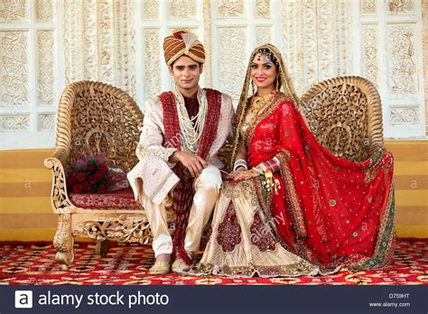 Wedding Accessories For Indian Groom : Indian Bride And Groom In Traditional Wedding Dress