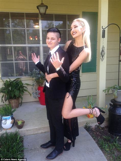 Florida Lesbian Teens Become First Samesex Couple To Become Prom King And Queen Daily Mail Online
