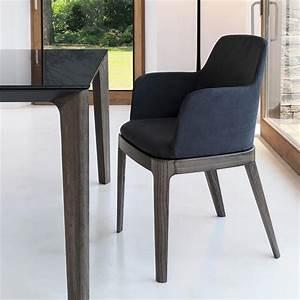 Chaise avec accoudoirs cuir noir design sur cdc design for Deco cuisine avec chaise design cuir