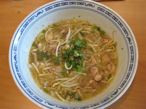 cuisiner les germes de soja soupe de nouille de riz au poulet quot khao piak senn quot en