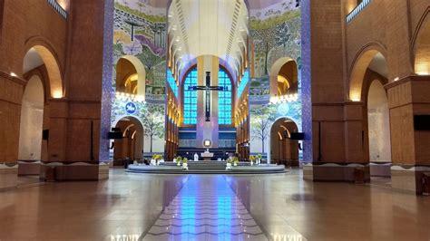 em missa de pascoa  basilica de aparecida vazia arcebispo pede  fiquem em casa