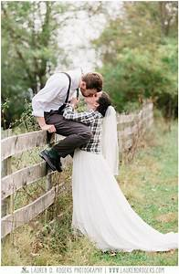 Creative wedding poses wedding party poses for a wedding for Outdoor wedding photography poses