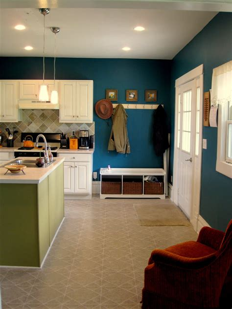 budget kitchen updates accent wall  faux painted