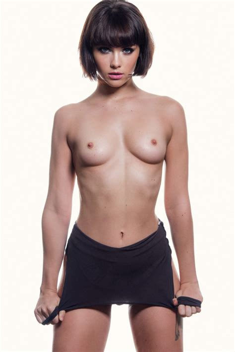 Mellisa Clarke Sexy and Topless (5 Photos – Page 3) | #TheFappening