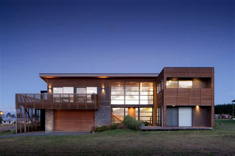 Camouflaged In Slatted Timber Screens Motuoapa House In