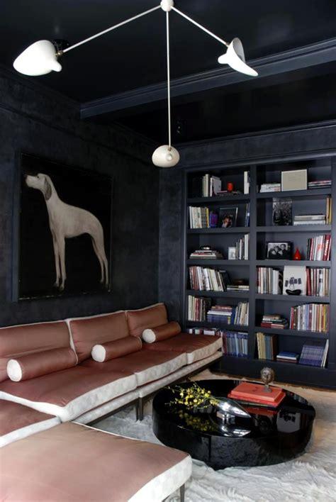 walls  charcoal portrait   hunting dog  modern