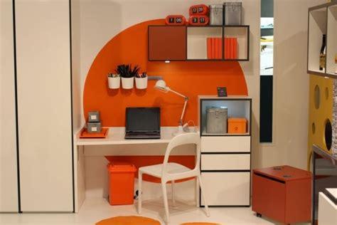 descubre como decorar una oficina en color naranja