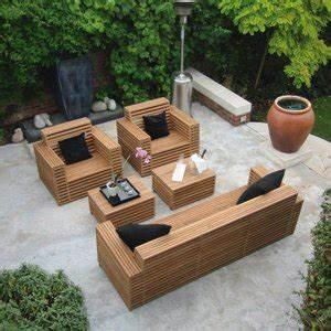Salon jardin bois Les cabanes de jardin, abri de jardin et tobbogan