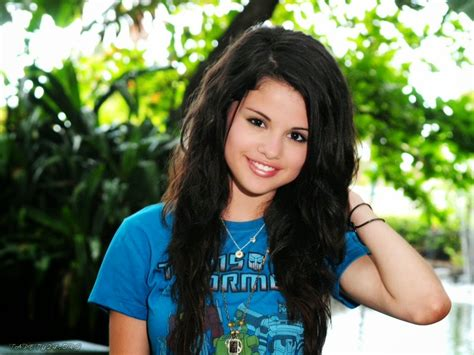 Selena Gomez Hd Desktop Wallpapers