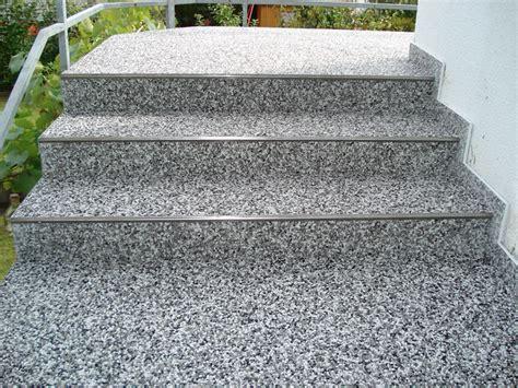 Steinteppich Treppe Außen by Treppen Steindesign Kieselbeschichtung Steinteppich