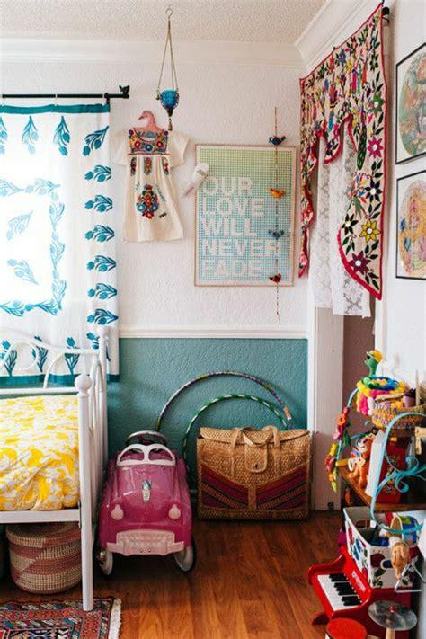 decoration murale chambre gar輟n idées en 50 photos pour choisir les rideaux enfants