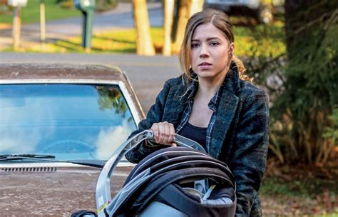 In Netflix's Between, Jennette Mccurdy Is Growing Up In A