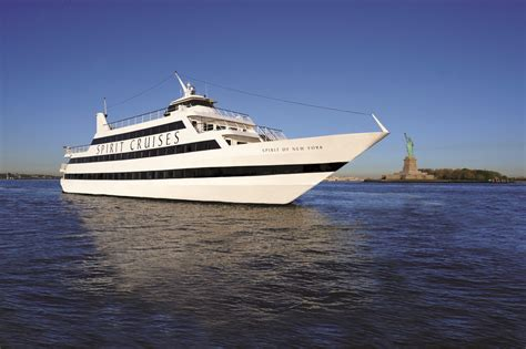 New Years Boat Cruise Nyc by New Year S Fireworks In Nyc Cruise 2018 Deals