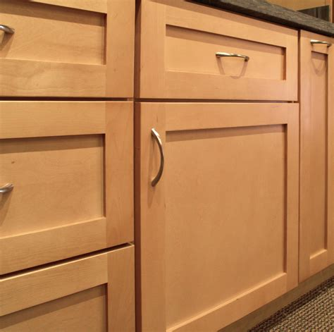 sonoma natural maple shaker style door features