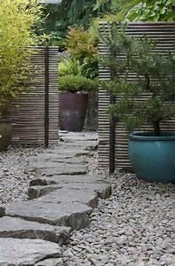 Decoration Jardin Pierre : grosse pierre pour d corer son jardin propositions originales ~ Dode.kayakingforconservation.com Idées de Décoration