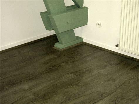 escalier en parquet stratifie les plinthes de finition contre plinthe pose parquet avec plinthe