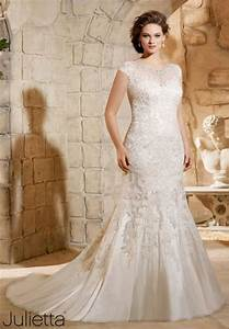 8 amazing wedding dresses for curvy women curvyoutfitscom With wedding dresses for curvy women