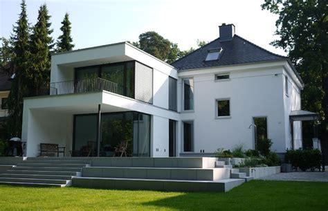 Modernes Haus Weiß by Neubau Villa H1