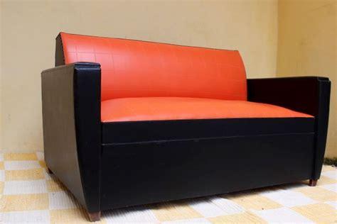canapé skai canapé skai vintage orange et noir des ées 60