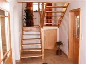 Halbgewendelte Treppe Mit Podest : podesttreppe in birke mit integrierten abstellraum unter dem podest ~ Markanthonyermac.com Haus und Dekorationen