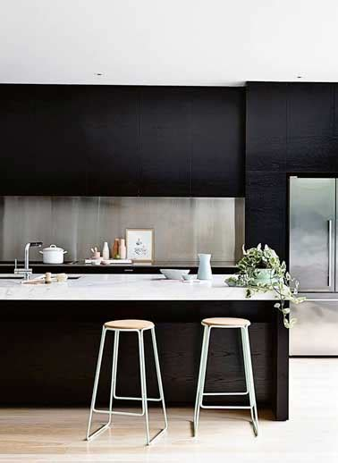 crédence en inox brossé dans cuisine design