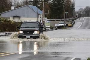 Stillaguamish River crests; more flooding depends on rain ...