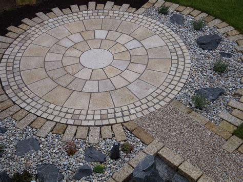 Stein Garten Design by Our Yellow Granite Circle Makes A Striking Feature In This