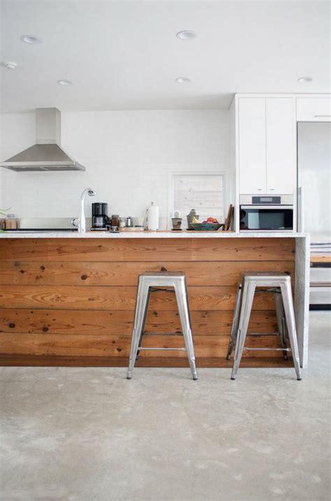 comptoir de cuisine en bois le comptoir en bois recyclé est une tendance à